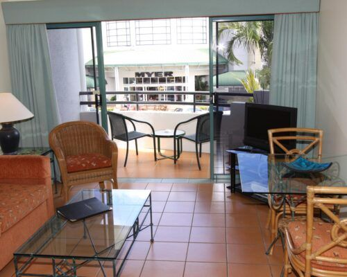 Cairns-Hotel-Apartments-Units-Old-Photo (7)